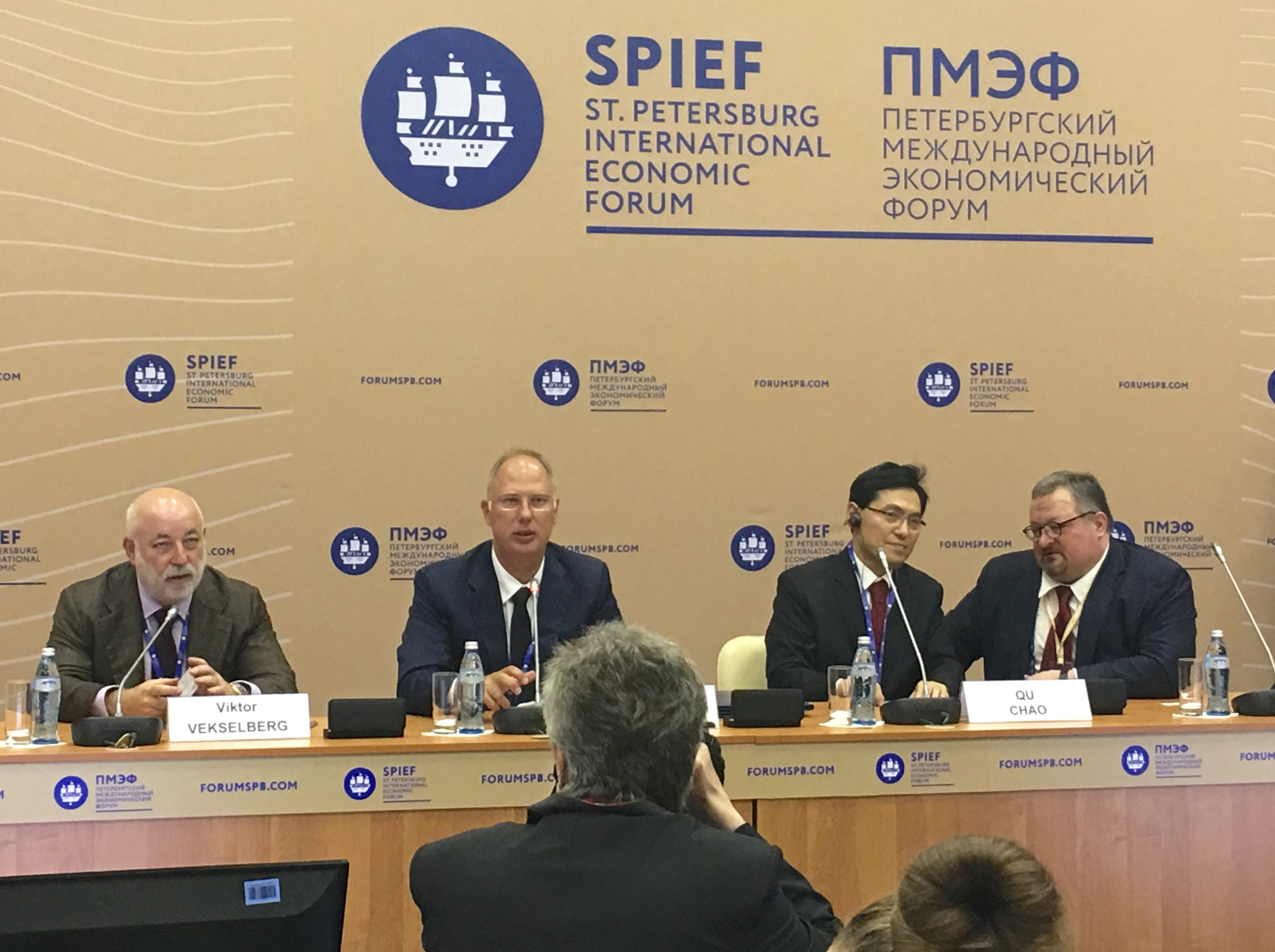 The new russia china centre for medical robots to be located at kirill dmitriev ceo of rdif and qu chao co chairman of rcif at the p ress conference dedicated to the signging of agreement on the new russia china platinumwayz