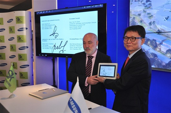 Samsung has singed an agreement to open an R D center in Skolkovo. It will  involve in information, biomedical, and energy efficiency technologies and  is ... 67be69b1c64
